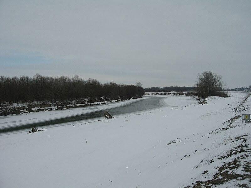 File:Prut River in Winter1.jpg