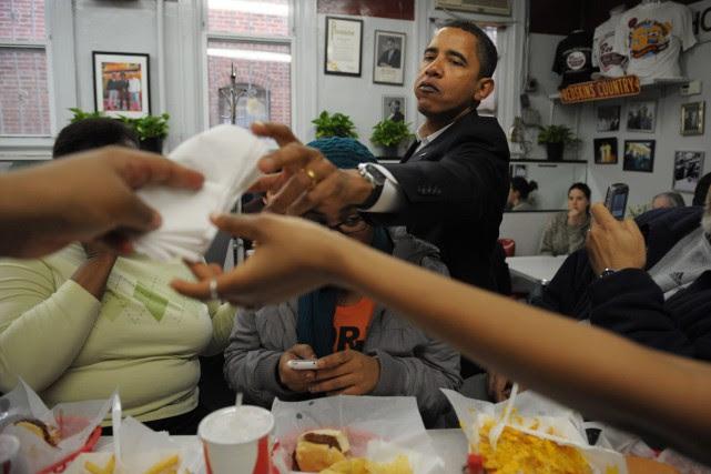 Le président Obama demande une serviette après avoir... (AFP)