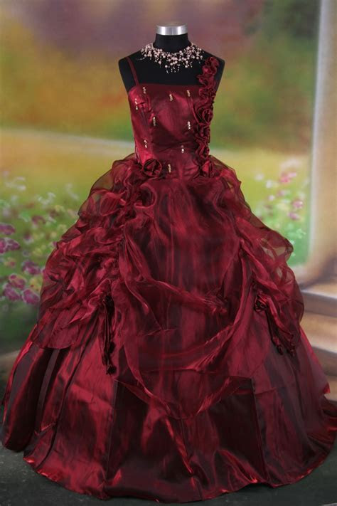 Red Gothic Wedding Dresses for Stylish and Sophisticated