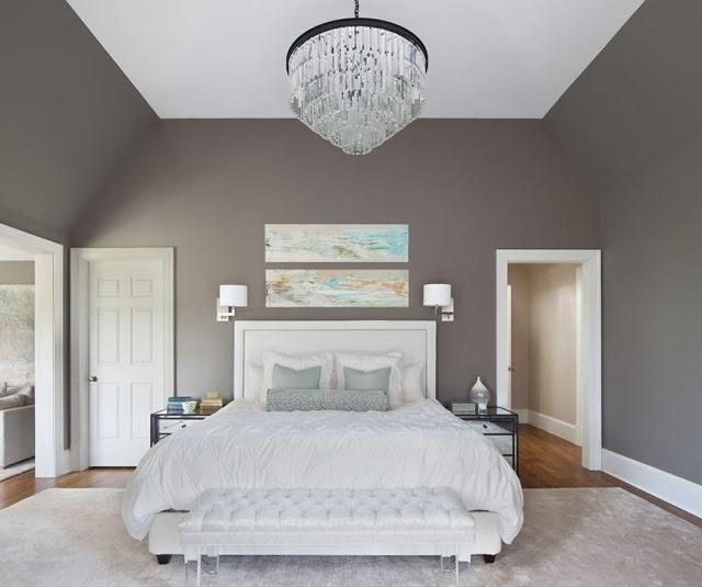 gemütliches Schlafzimmer in Weiß, Grau und Gelb