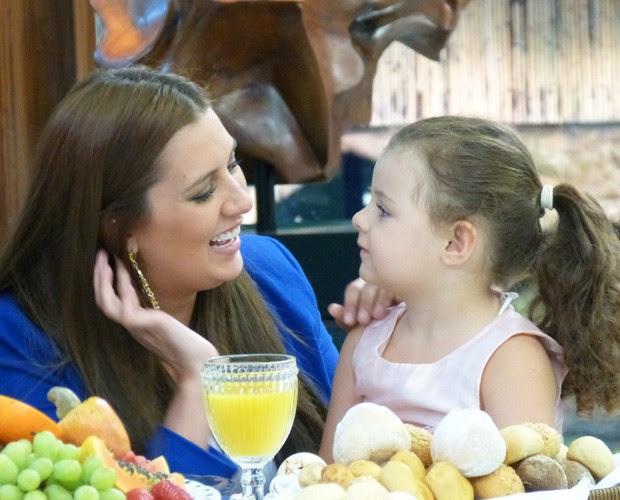 Tamires e a filha Maya (Foto: Priscilla Massena / Gshow)