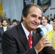 Pastor Silas Malafaia recebe Medalha do Mérito Legislativo na Câmara; Deputado Jean Willys critica homenagem
