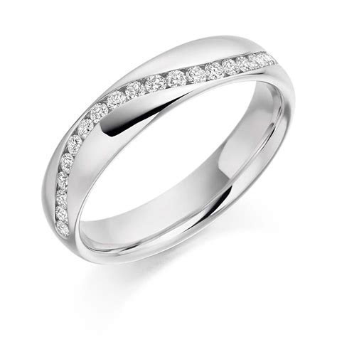18ct White Gold 0.3ct Round Brilliant Cut Diamonds Curved