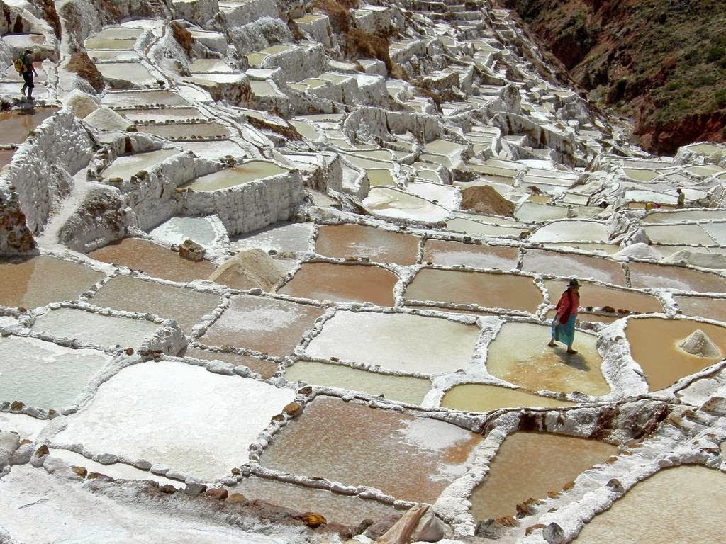 As belas Salinas de Maras encravadas nos penhascos peruanos 17