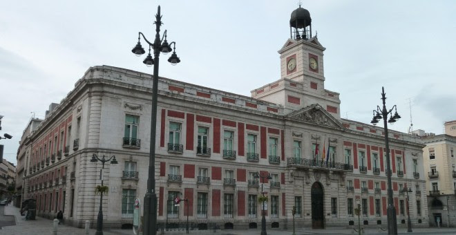 Edificio de la Real Casa de Correos, en la Puerta del Sol, donde actualmente se instala la sede del Gobierno de la Comunidad de Madrid y durante el franquismo la Dirección General de Seguridad.- Archivo:Real Casa de Correos