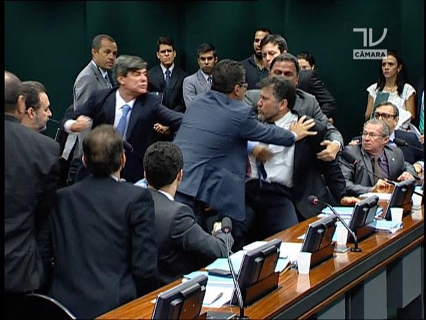 Agressões no Conselho de Ética (JN) (Foto: Reprodução Rede Globo)