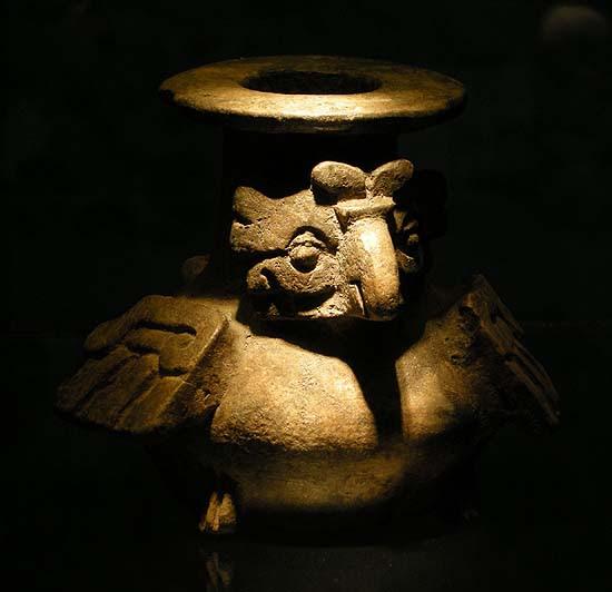 Berlin, Dahlem Museum, mezoamerikai madár-szobor (bagoly)