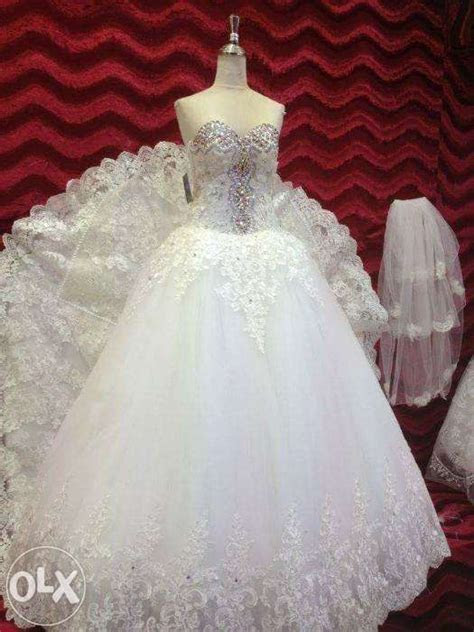 wedding gown (with free high heel shoes) For Sale