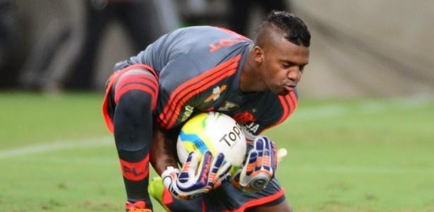 Demitido em janeiro, goleiro Felipe negocia para receber R$ 5 milhões do Flamengo