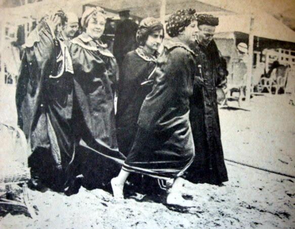 Las primeras bañistas
