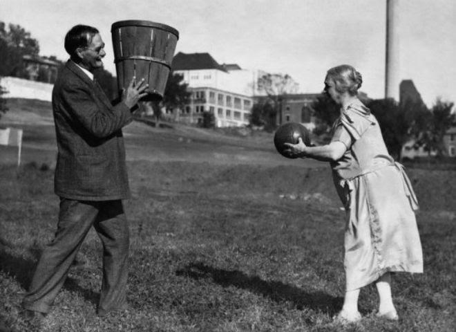 perierga.gr - Μία εικόνα 1000 λέξεις: Έτσι γεννήθηκε το μπάσκετ!