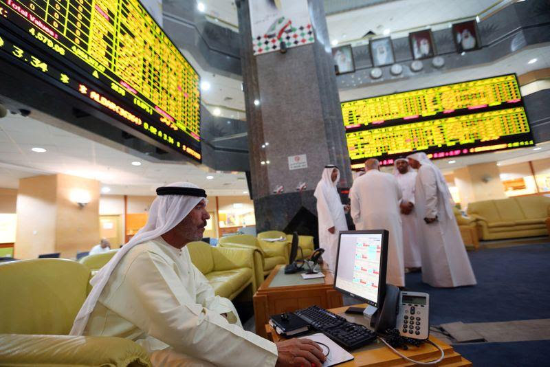 Most major Gulf markets fall in early trade; Qatar up