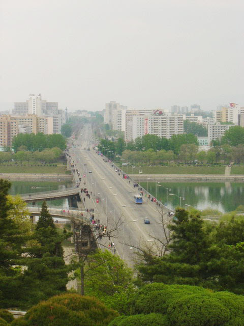 Pyongyang Capital da Coreia do Norte - Trânsito absolutamente calmo