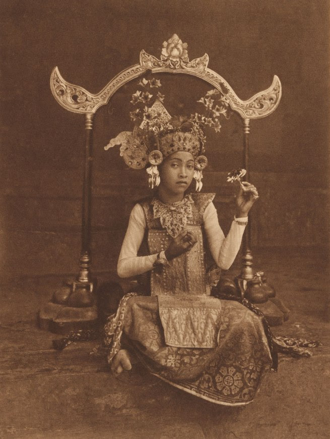 Thilly Weissenborn Indonesia 1902 - Netherlands 1964 'A dancing-girl of Bali, resting' c. 1925