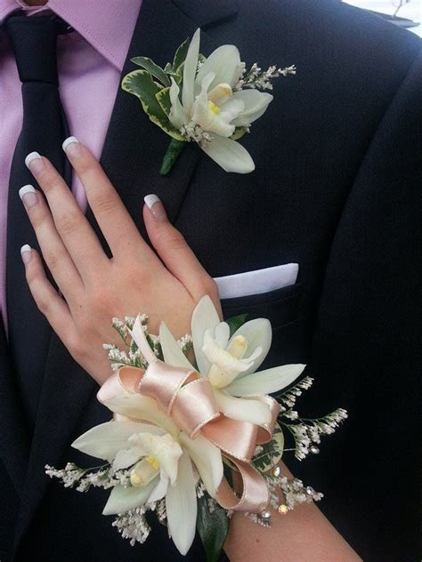 Best 25  Corsage and boutonniere ideas on Pinterest