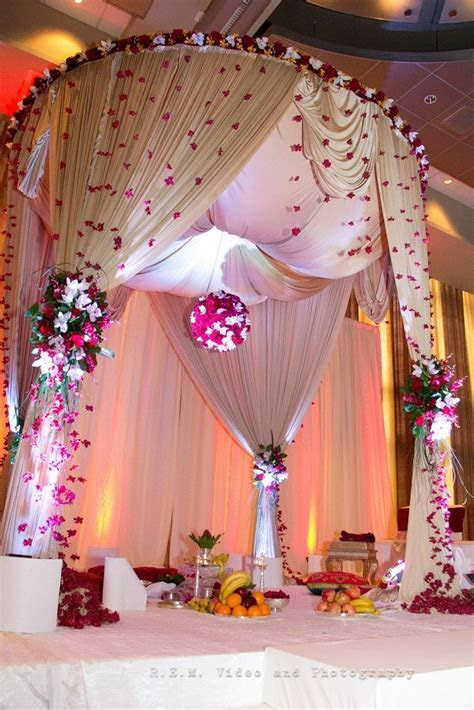 The use of all décor elements made this Mandap one to