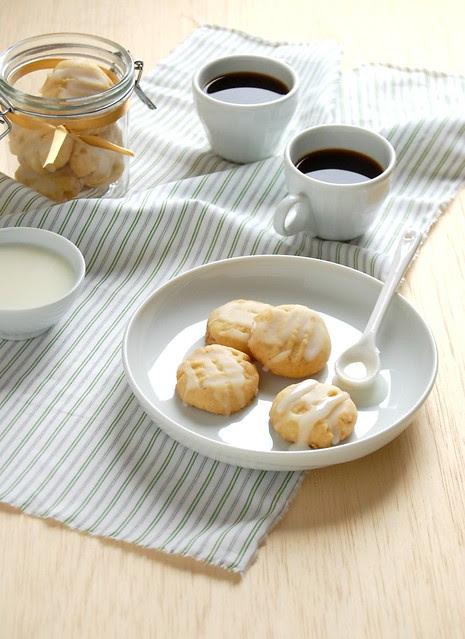 Ginger cookies with lemon icing / Biscoitinhos de gengibre com cobertura de lmão siciliano