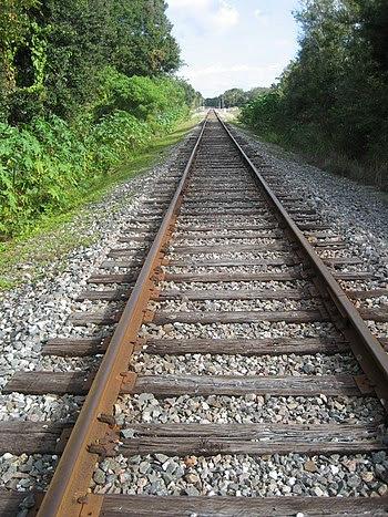English: Looking east along CSX Railroad track...