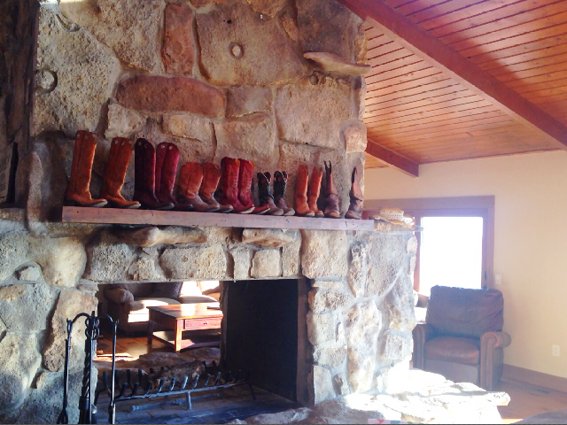THE Lodge mantle (with boots!) ♥