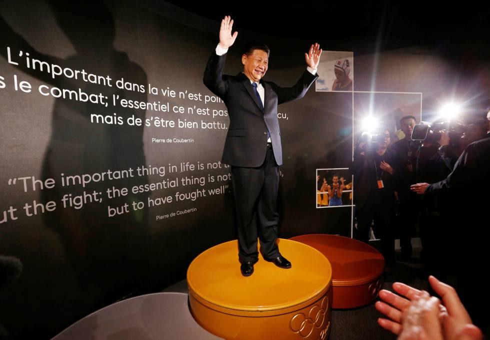 El presidente chino Xi Jinping, en un podio de Sydney 2000 en un museo de Suiza, en enero