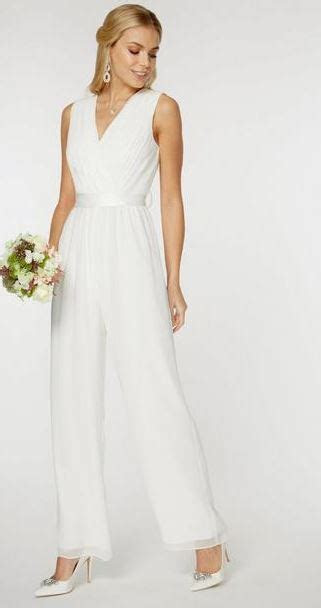 9 wedding dresses for the bride on a budget   Beaut.ie