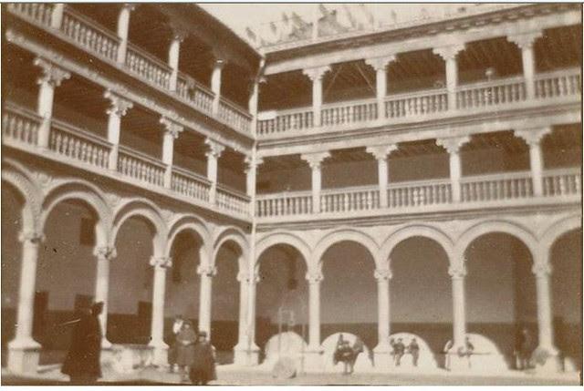Los Nabis en el Claustro de San Pedro Mártir en febrero de 1901.  Fotografía del príncipe de Rumanía Emmanuel Bibesco. Museo D´Orsay.