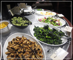 丸の内「バルバッコア クラシコ」にて。野菜もたくさん♪