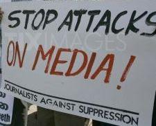 1265990210-sri-lankan-protest-against-media-suppression-in-colombo_242898