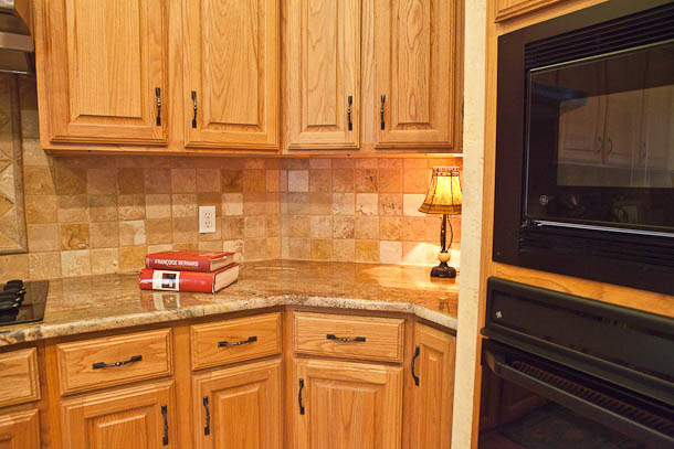 Slab granite countertops: Best color granite for oak cabinets