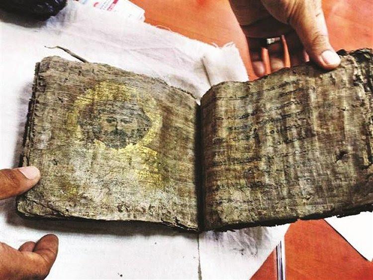 A Gilded Bíblia Millennium-Old apreendidos em Tokat, Turquia