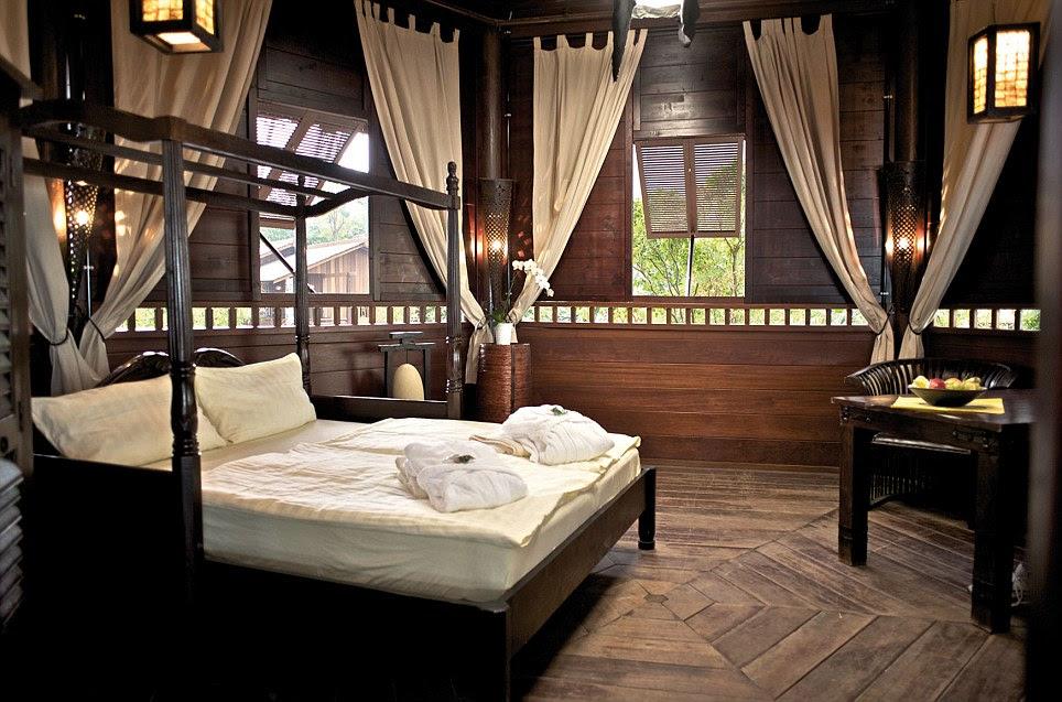 Las habitaciones dentro de las cabañas de madera permiten a los visitantes a pasar la noche - bajo dos techos