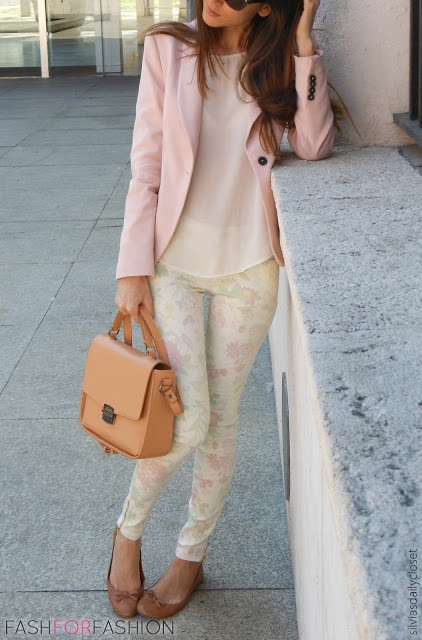 Love the pale pink blazer & floral print skinnies!