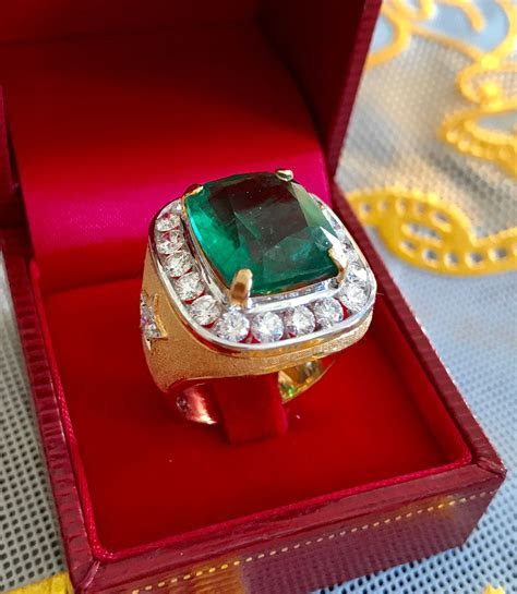 Emerald and diamonds set in 18k gold   Men's Jewelry in