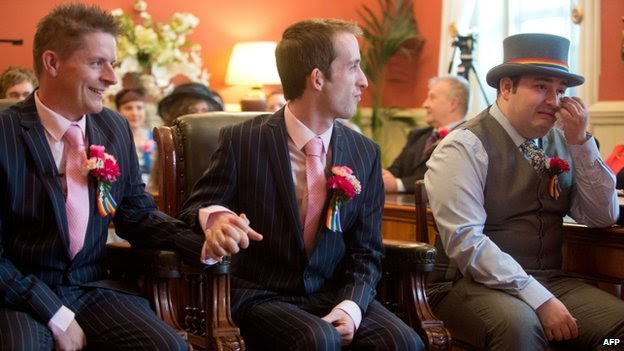 A homosexual couple gets married in Brighton, UK