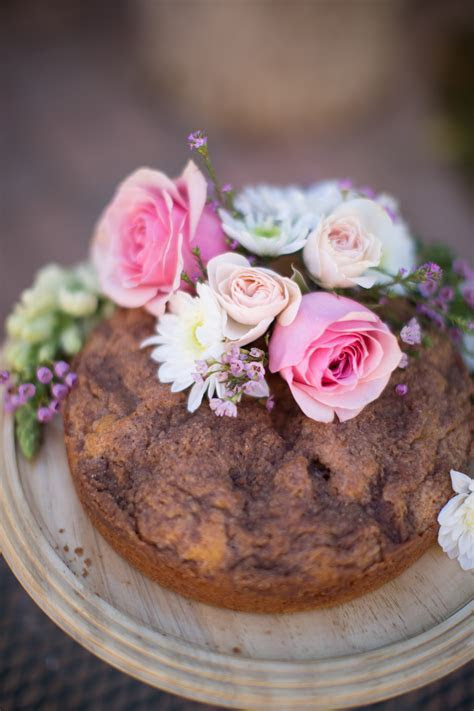 Tips for Decorating a Cake with Flowers