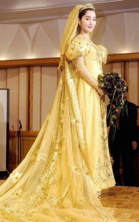 YOUR GOLDEN DAY: A gold thread woven wedding dress