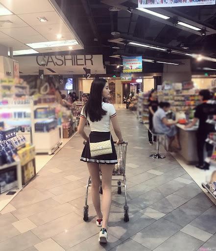 Chỉ một tấm ảnh chụp lén sau lưng, gái xinh bỗng trở thành tâm điểm tìm kiếm trên MXH