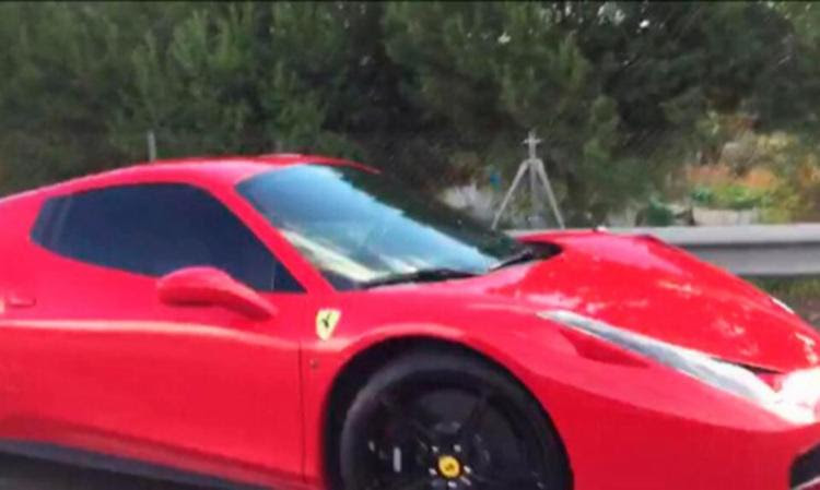 Ferrari bateu em mureta, mas sofreu danos leves na lataria - Foto: Twitter | Esport3