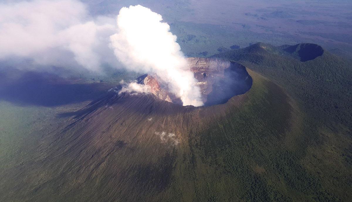 4 days nyiragongo volcano hike congo