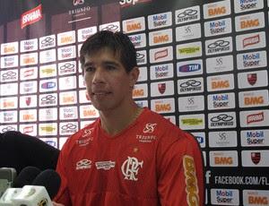 Caceres flamengo coletiva (Foto: Janir Júnior / Globoesporte.com)