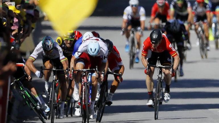 Sagan castigado com a perda do 2.º lugar e de 30 segundos após cotovelada em Cavendish