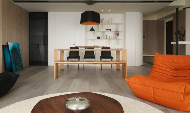 A dining bench on one side of the suite allows the eye line to flow