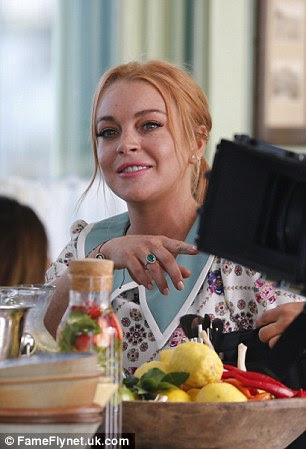 Sorrir!  Ela colocar em uma tela natural para a câmera