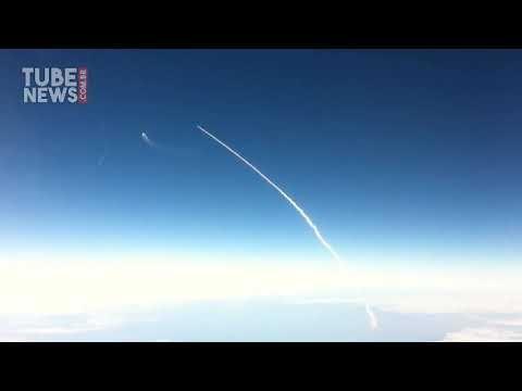 Último lançamento de ônibus espacial visto de um avião