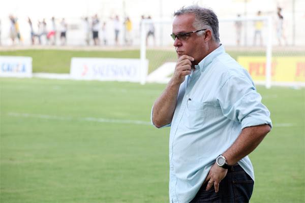 A pressão sob Josué Teixeira aumentou com mais uma derrota