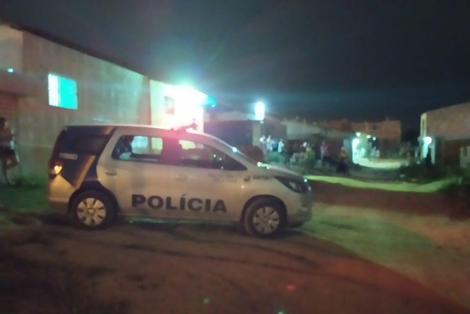 Jovem é assassinado a facadas dentro de casa em Caruaru