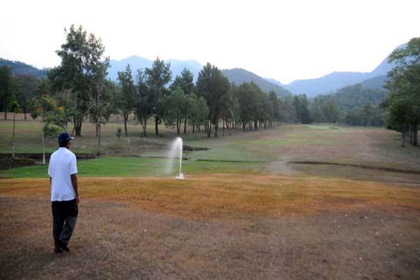 Dulu, lapangan luas ini adalah Kampung DOngi. Kini, lapangan golf PT Vale. Foto: Eko Rusdianto