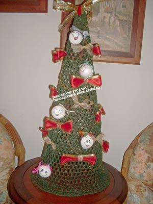 Árvore de natal feito todinha em crochê por Maria Rita Souza