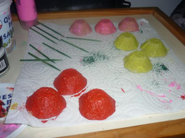 http://www.guiademanualidades.com/wp-content/uploads/2013/03/flores-realizadas-con-carton-de-huevos-3.jpg