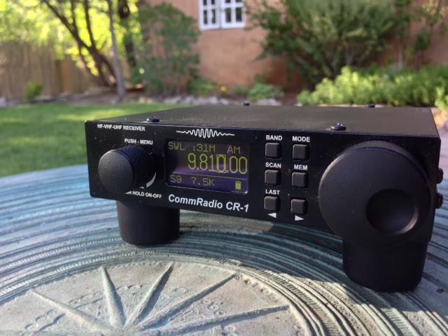Ouvindo minha CommRadio CR-1 durante as férias em Taos, Novo México